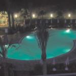 basen-podswietlony-na-zielono