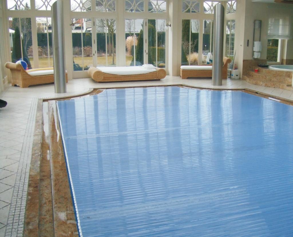 basen z rynną przelewową z granitu