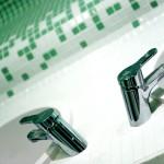 umywalki i krany w saunie