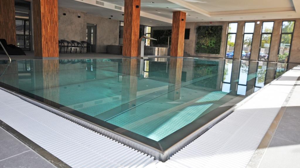 basen hotelowy z niecką ze stali nierdzewnej