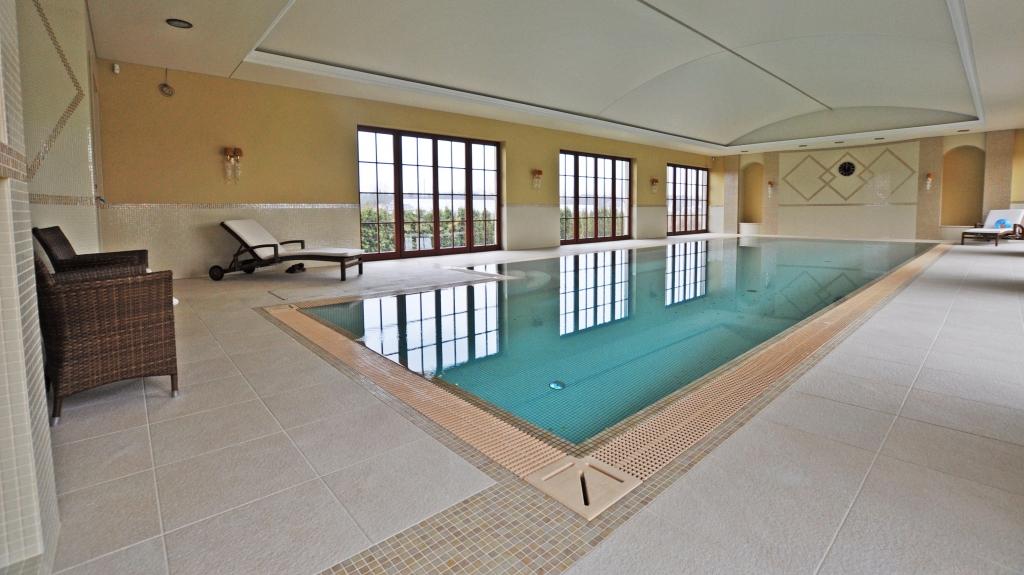basen prywatny wewnętrzny w rezydencji projekt i wykonanie basencomplex