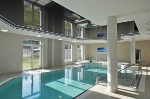 basen w małym hotelu