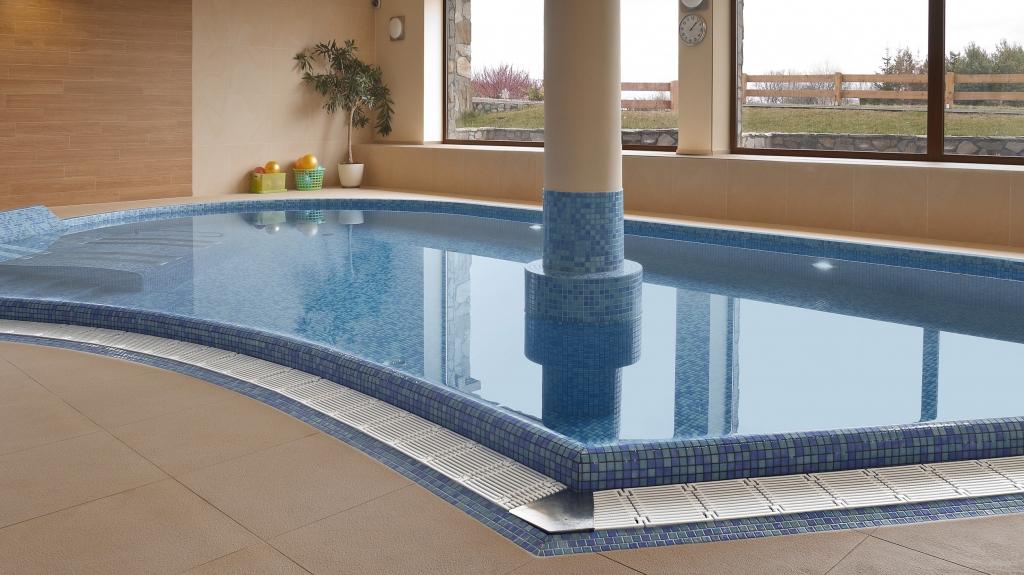 basen w obiekcie hotelowym