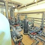filtr zwojony bobin i instalacja wodna w pływalni na basenie publicznym