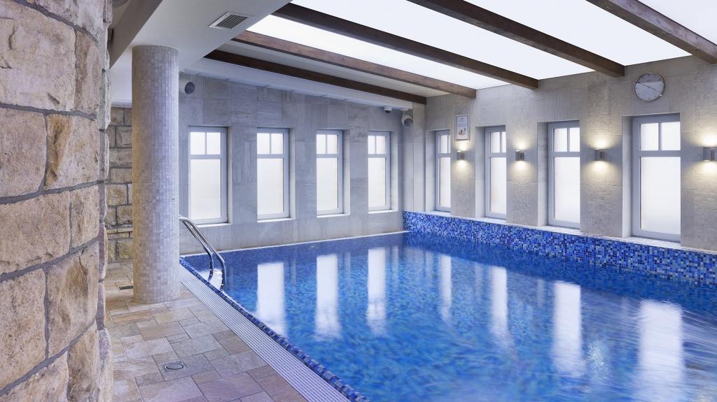 nowoczesny projekt basenu w obiekcie uzyteczności publicznej