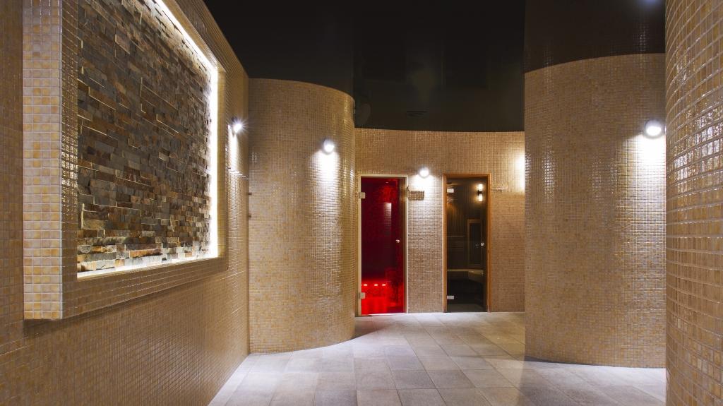 pomieszczenie ekskluzywnej sauny w hotelu