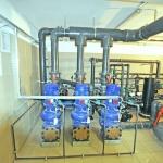 pomieszczenie techniczne z instalacją oczyszczania wody w basenie