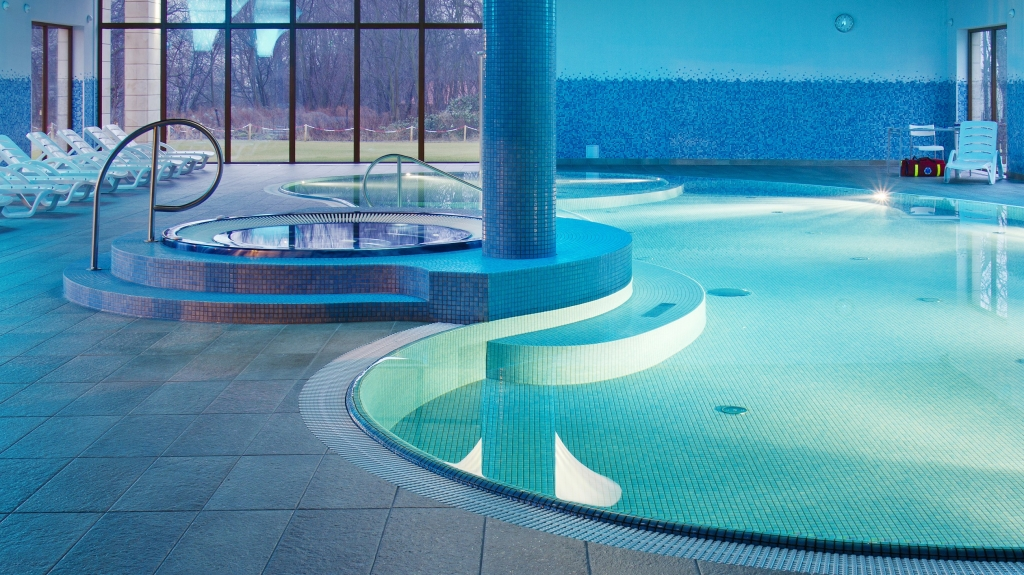 projekt basenu w hotelu niecka z mozaiki