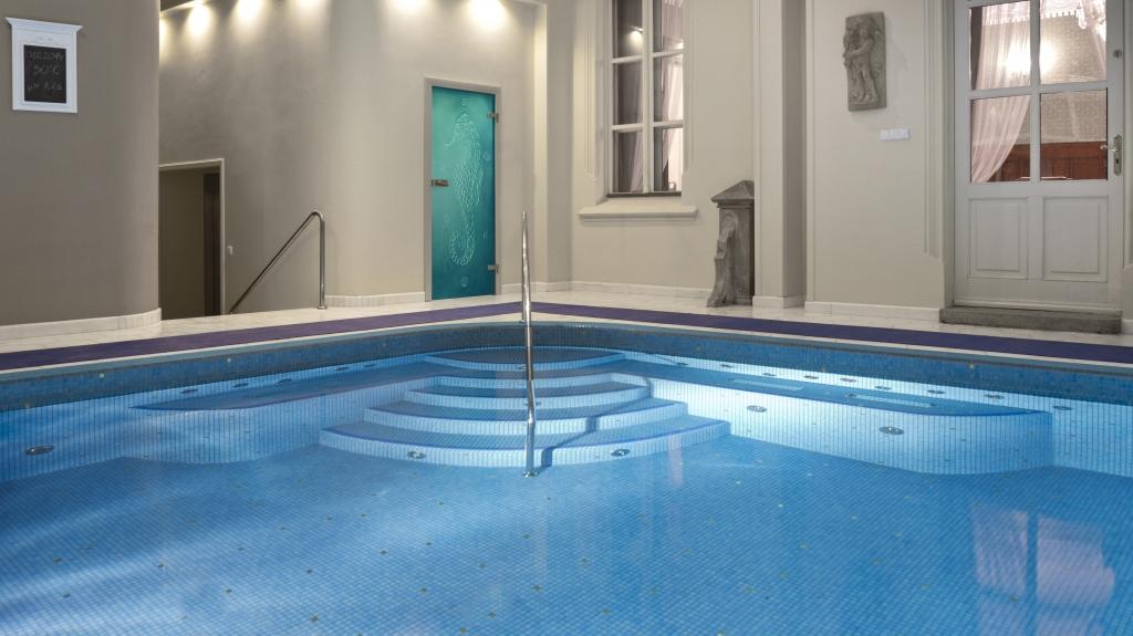 projekt eleganckiego basenu w hotelu