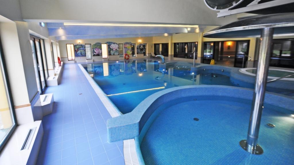 projekt i realizacja basenu z atrakcjami dla dzieci i gości hotelowych