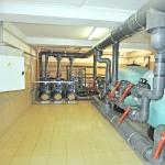 stacja uzdatniania i oczyszczania wody w basenie publicznym