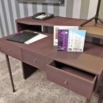 aranżacja miejsca do pracy biurko w pokoju hotelowym