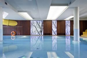 aranżacja projektu wnętrza nowoczewnego basenu hotelowego