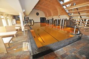 basen z plażą dla klientów w klubie fitness w katowicach