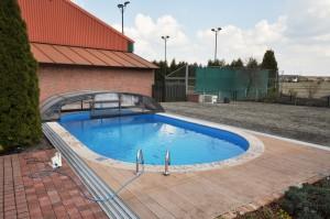 basen zewnetrzny prywatny z zadaszeniem wykończenie deskami