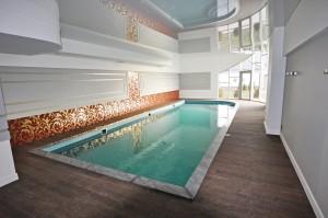 ekskluzywny basen wewnętrzny w domu prywatnym