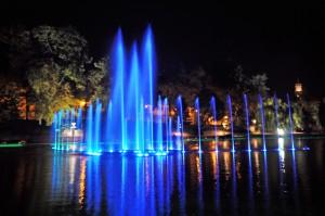 fontanna multimedialna w opolu nocny pokaz świateł i muzyki