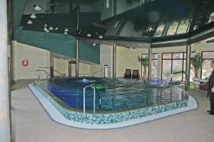 gejzery wodne powietrzne wylewka prysznicowa atrakcje basenu hotelowego
