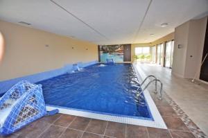 łódź basen prywatny wewnętrzny w rezydencji