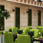 restauracja w hotelu zielone krzesła kamienne ściany wizualizacja 3d