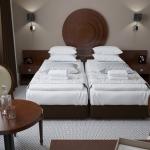 stylowy pokój w hotelu aranżacja z meblami klasycznymi stylowymi