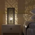 subtelne oświetlenie w pokoju hotelowym projekt