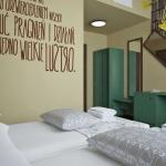 wizualizacja projektu pokoju hotelowego zielone meble