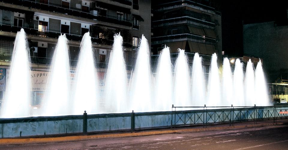 cascade9 fontanna publiczna z efektem spienienia wody