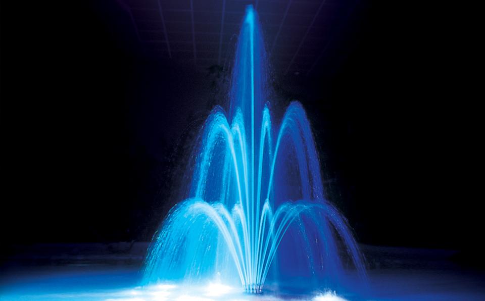 fdl2 fontanna widok w nocy podświetlenie na niebiesko